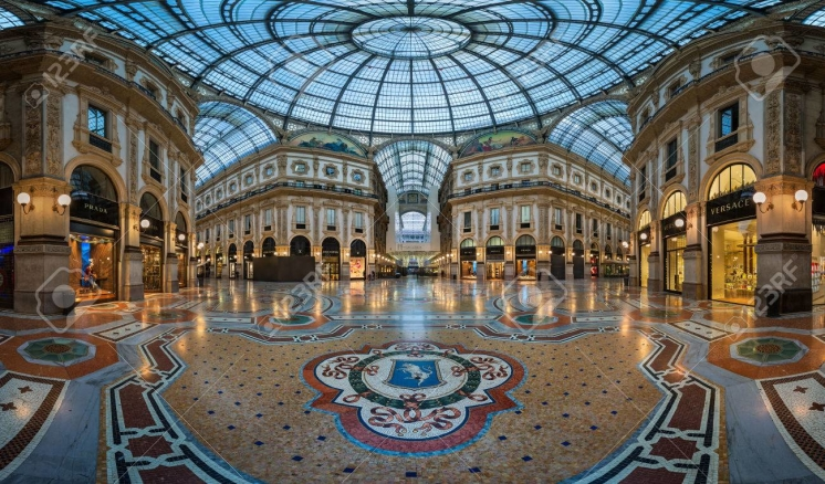 39212258-milan-italy-january-13-2015-famous-bull-mosaic-in-galleria-vittorio-emanuele-ii-in-milan-it