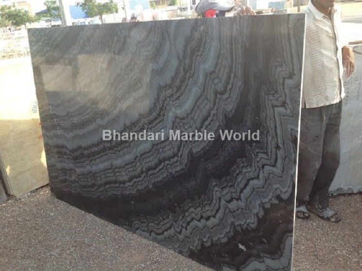 BURBURRY BLACK MARBLE